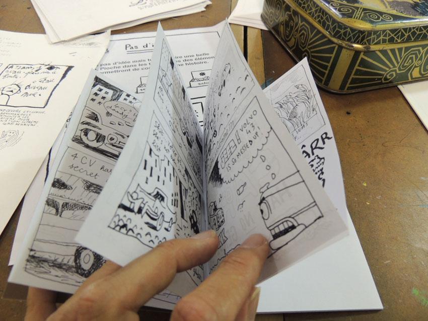 Un carnet dont la couverture est remplie de voiture et hop la boum, JCM a une idée!